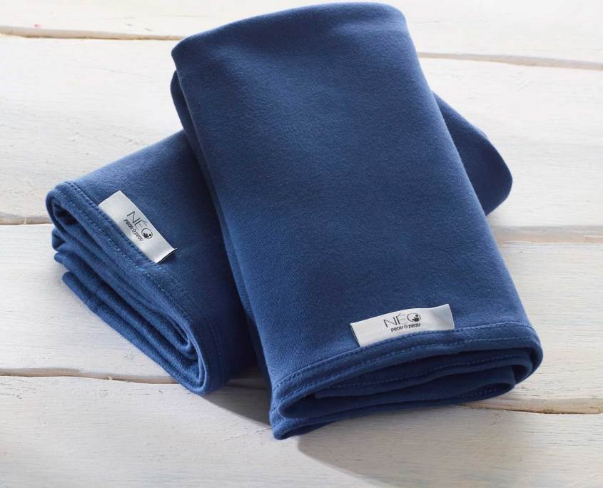 Tha dark blue Neo bay wrap is recommended by childcare units for full term or premature babies