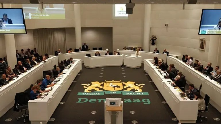 Gemeenteraad Stadsbestuur Burgemeester Pauline Krikke Haagse Wethouders Raadzaal van Den Haag Foto Omroep West via Neo's Blog