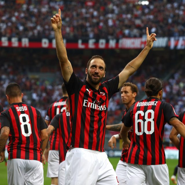 MILAN, ITALY - SEPTEMBER 23:  Gonzalo Higuain of AC Milan celebrates after scoring the opening goal during the Serie A match between AC Milan and Atalanta BC at Stadio Giuseppe Meazza on September 23, 2018 in Milan, Italy.  (Photo by Marco Luzzani/Getty Images)