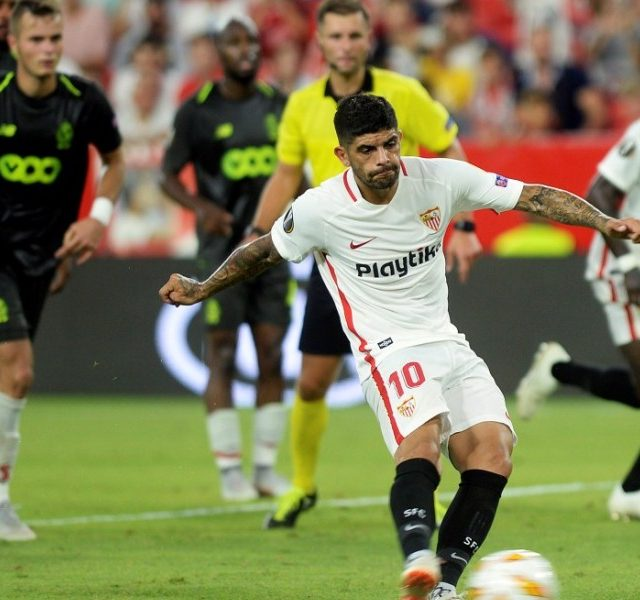 Sevilla's Argentinian midfielder Ever Banega shoots a penalty kick to score a goal during the UEFA Europa League group J football match between Sevilla FC and Standard Liege at the Ramon Sanchez Pizjuan stadium in Seville on September 20, 2018. / AFP PHOTO / CRISTINA QUICLER