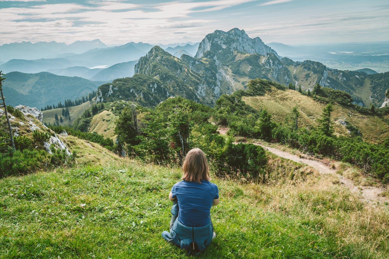 Von hier oben hat man wieder einen tollen Ausblick auf das Alpenpanorama. Foto: Neoheimat
