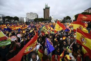 Tüntetésen követeltek előrehozott parlamenti választásokat Madridban