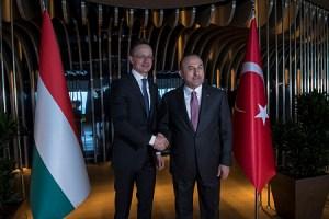 Török vezetőkkel tárgyalt Szijjártó Péter Isztambulban