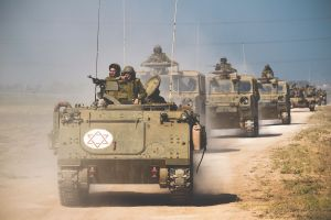 Izrael erősítést küld Gázához, Netanjahu ellencsapást ígér