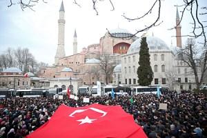 Athén szankciókat ígér a Hagia Szophia mecsetté alakítása miatt