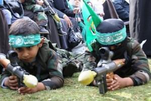 Plüssmaci helyett gépfegyver: az Izrael-elleni terror fiatalodó arca