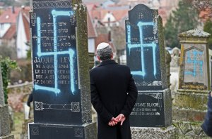 Would full closure of the border protect European Jews?