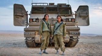 Tüzérségi kiképzők a Negev-sivatagban. Fotó: Debbie Zimelman