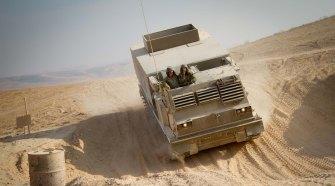 Tüzérségi kiképzők és katonák a Negevben. Fotó: Debbie Zimelman