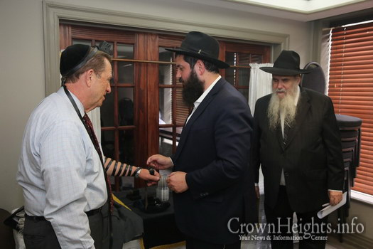 Hungarian-Derlegation-Visits-Crown-Heights15