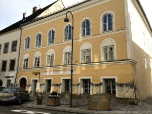 Nácitlanítás: mi legyen a Hitler szülőháza előtti emlékkővel?