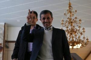 Mahmud Ahmadinezsád visszatérne az iráni politikába
