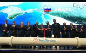 Az EU sérelmezi, hogy Washington szankciókkal fenyegeti az orosz-európai gázvezetékek kiépítésében részt vevő uniós cégeket