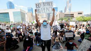 """Felfegyverzett tüntetők gyilkosságai: """"Ezt nem lehet a rendőrség számlájára írni"""""""