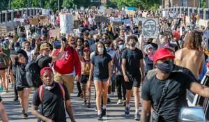 Amerikában a tüntetések is hozzájárultak a koronavírus terjedéséhez