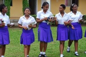 Több száz lányt raboltak el egy nigériai bentlakásos iskolából