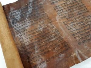 Ajándék a közelgő Purim ünnepére: hazatalált a világ legrégebbi Eszter könyve tekercse