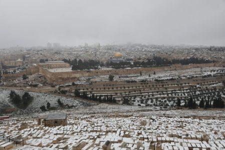 Szokatlan látvány: mindent hó borít Jeruzsálemben 2021. február 18-án. Fotó: MTI/EPA/Abir Szultan