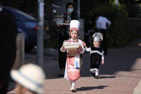 Talán valóban a kis bnei braki cukrász sütötte a Hámán-táskákat. Fotó: MTI/EPA/Abir Szultan