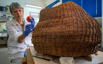 34.Consevation-of-the-Basket.-Photo-Yaniv-Berman-Israel-Antiquities-Authority-640x400