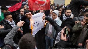 Megtagadnák a német állampolgárságot az antiszemita uszítóktól