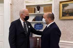 Véget értek a mézeshetek Biden és Bennett számára?