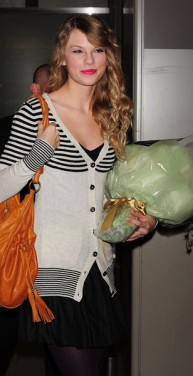 Taylor Swift Arrives In Japan To Fan Fare Flowers And Hello Kitty Neon Limelight Exclusive