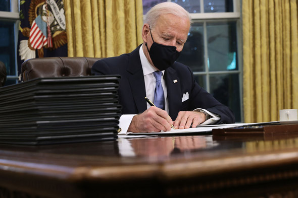 joe biden signed an executive order to halt border wall construction