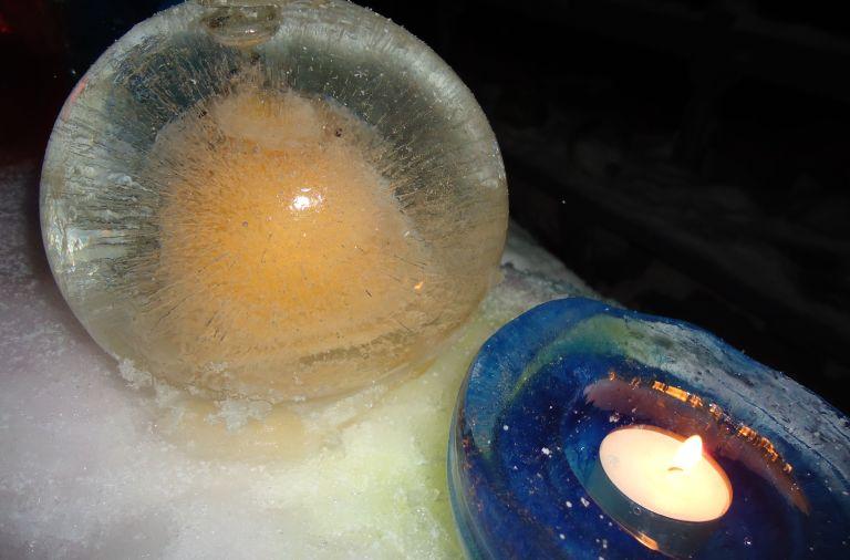 Boules de glace colorées