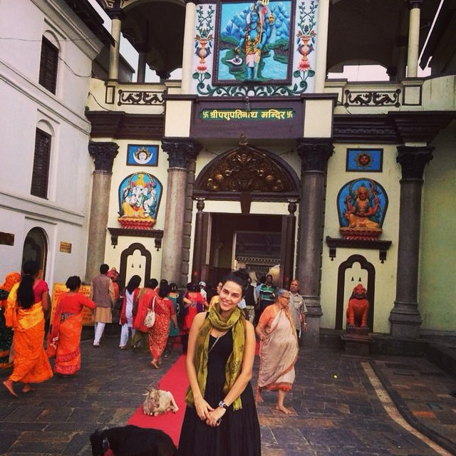 neha dhupiya at pashupatinath 4