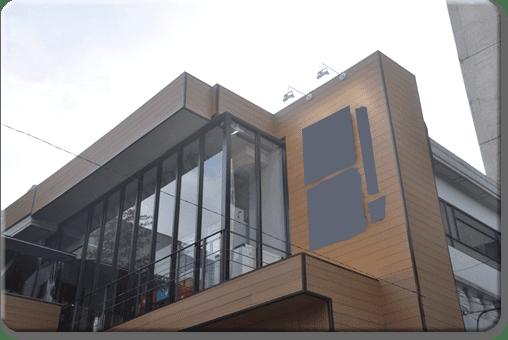 Revestimiento para fachadas en madera sin mantenimiento for Revestimiento fachadas exteriores
