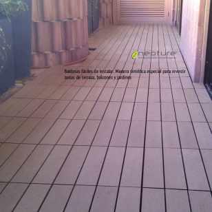Después de instaladas las baldosas de exterior podemos disfrutar de un suelo de madera sin mantenimiento.