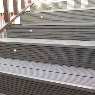 tarima exterior composite escaleras