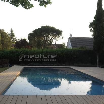 Tarima madera sintética para piscinas.