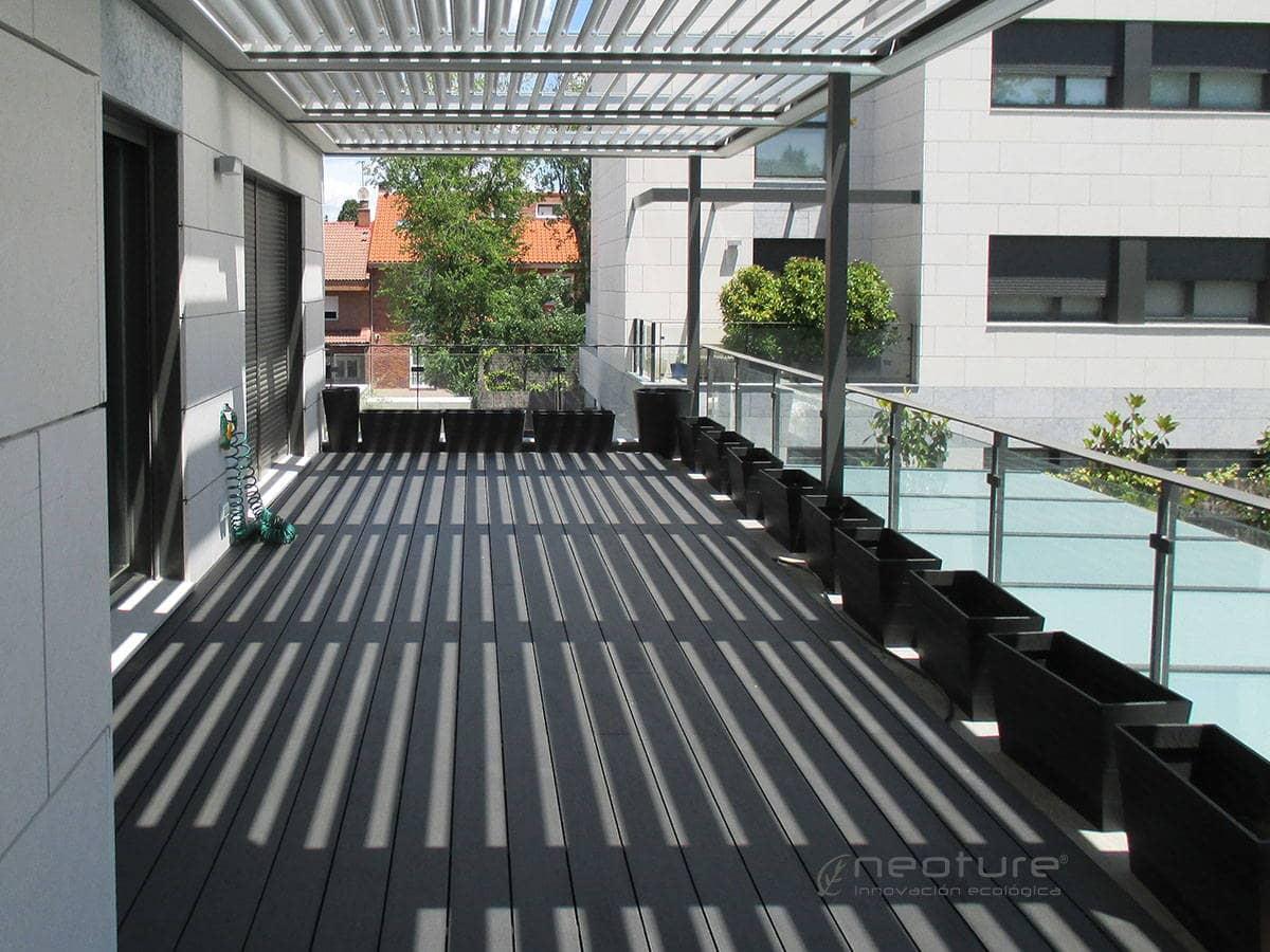 Tarima sintetica madera para exterior gris neoture for Madera sintetica exterior