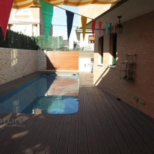 Tarima tecnologica para piscina en terraza exerior