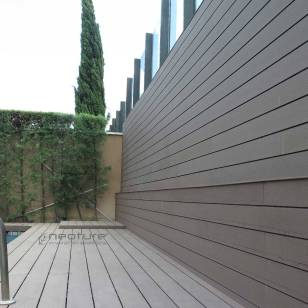 revestimiento madera sintetica zona pisicna