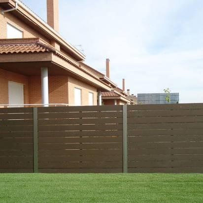 Vallado para exterior en madera sintética.