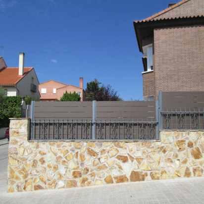 cerramiento madera sintetica exterior zona terraza y piscina