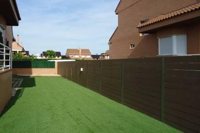 Cerramiento sintético para delimitar áreas de terraza.