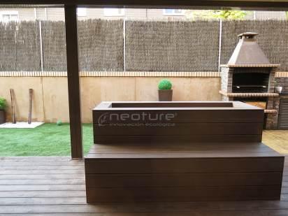 Tarima y revestimiento jardineras en madera sintetica .