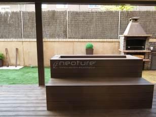 Jardineras revestidas con madera sintética encapsulada neocros ipe