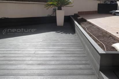Tarima madera composite NeoCros Pizarra acabado veteado.