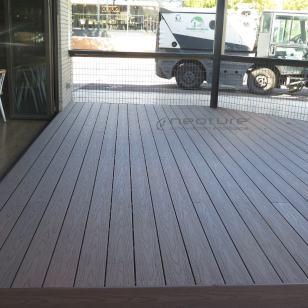 tarima-madera-composite-exterior-terraza-restaurante