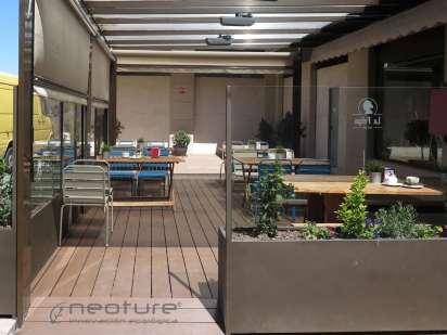 tarima-sintetica-encapsulada-terraza-restaurante