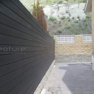 Vallado NeoLack en madera tecnológica exterior para delimitar parcelas