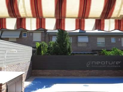 Vallado madera composite exterior zona piscina.