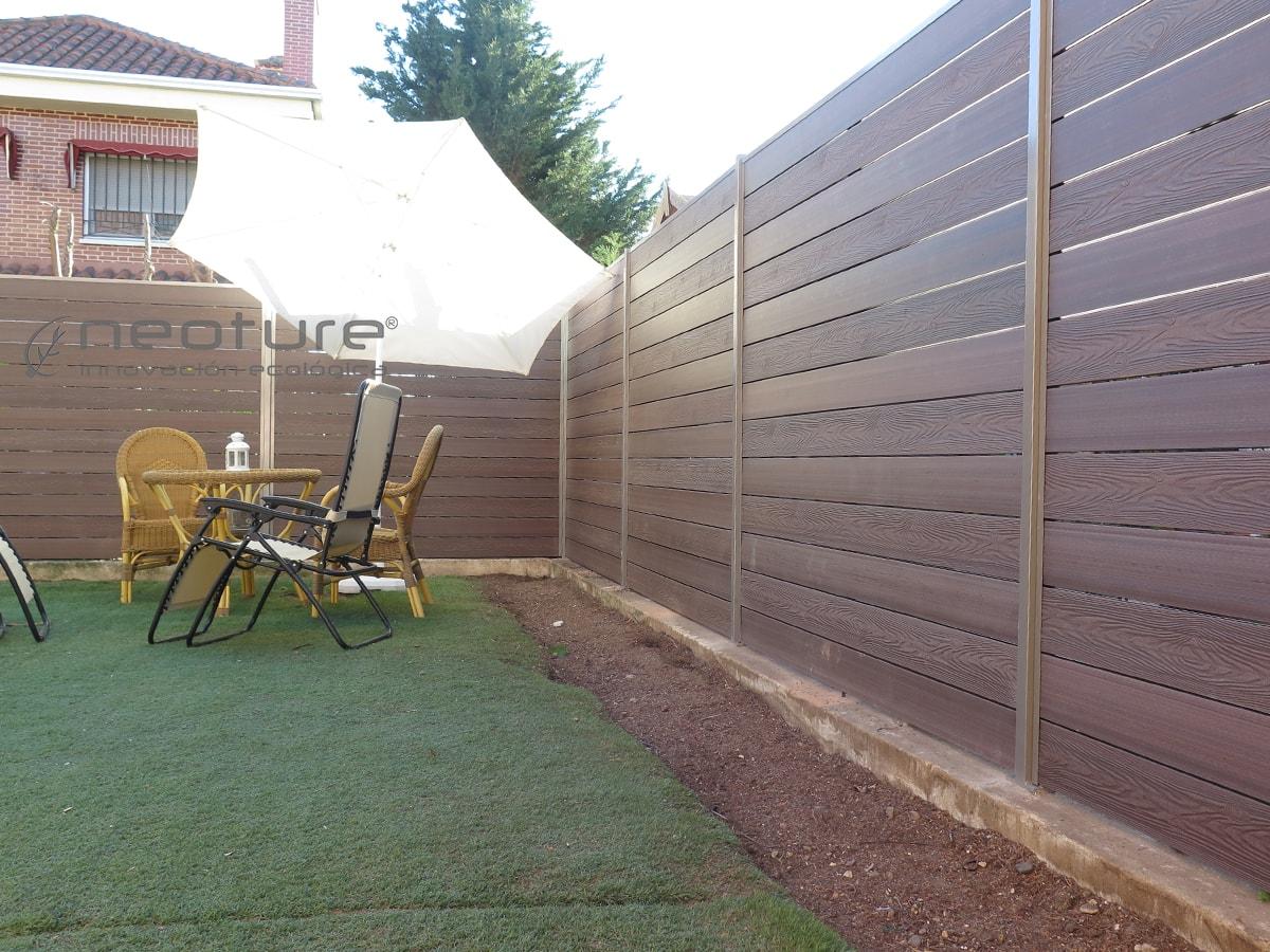 Cerramiento terraza en madera composite para medianeras for Cerramientos de jardines fotos