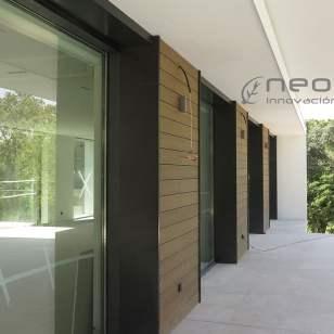 Revestimiento madera composite exterior en NeoCros Ipe.