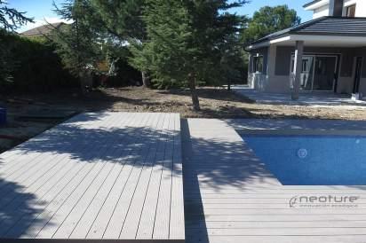 Tarima madera sintética exterior alrededor de piscinas.